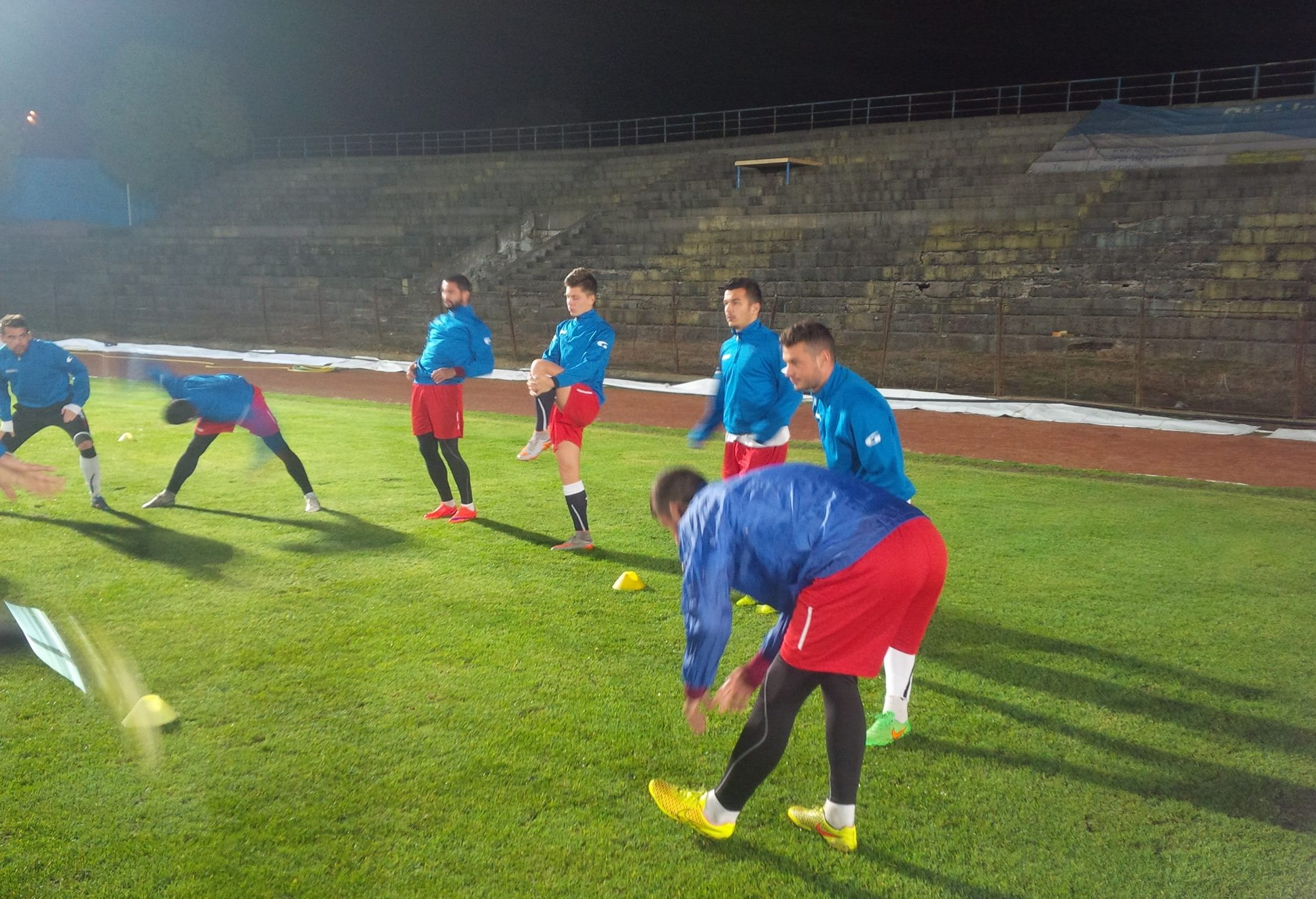 poze profi de la un antrenament profi pe un stadion profi. Foto: FB Baia Mare