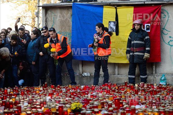 Peste 10000 de persoane au participat duminica 1 Noiembrie 2015, la un mars in memoria victimelor tragediei de la Club Colectiv din Capitala. MIHAI DASCALESCU/MEDIAFAX FOTO