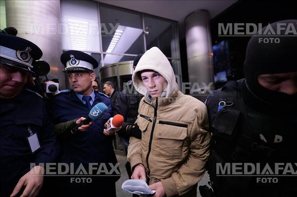 Tanarul din Craiova banuit ca ar fi simpatizant ISIS a parasit, Marti 8 Decembrie 2015, sediul DIICOT, cu o decizie de retinere pentru 24 de ore. ANDREEA ALEXANDRU / MEDIAFAX FOTO