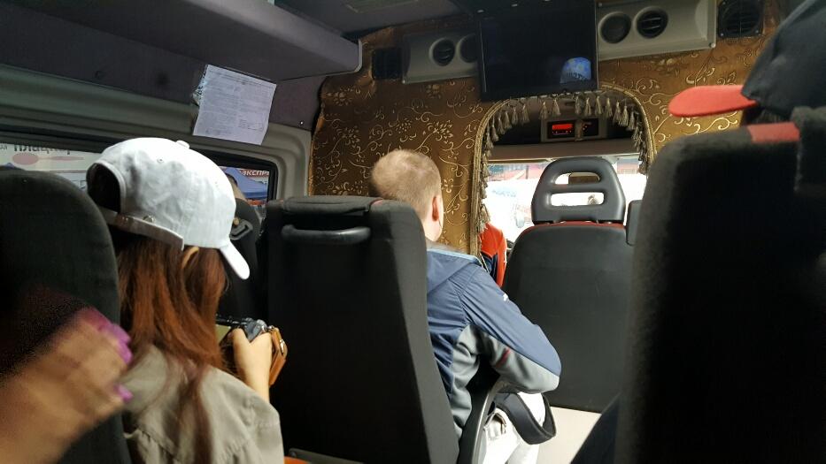 Ecrane care cad din tavan, calitate pe microbuz