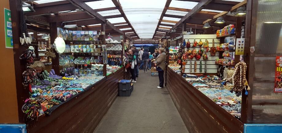 Bazar cu prostii pentru turisti. Evident, mi-am luat magneti