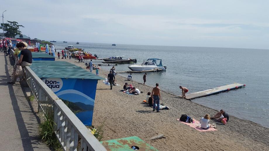 Plajă pe plaja cu pietricele