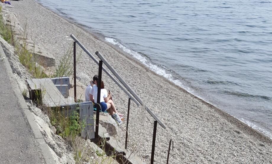 Romantismul este atunci când îi iei si domnisoarei o sticlă de bere atunci când iesiți la plajă