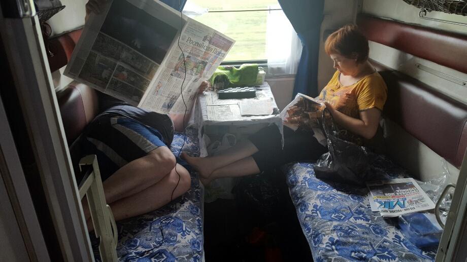 Familia coase goblen sau citeste ziare