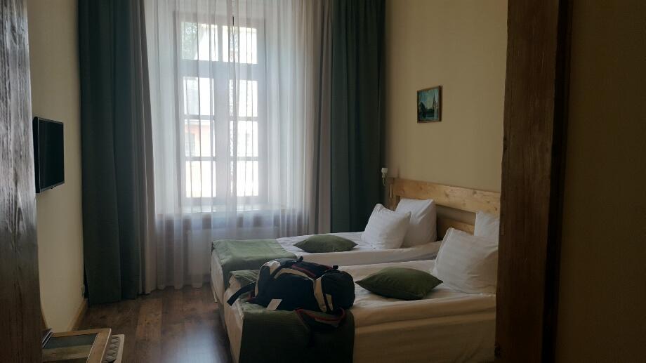 Camera de hotel nu e acasa