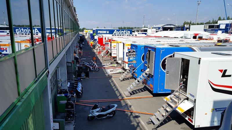 Centrul media e fix deasupra paddock-ului la Brno