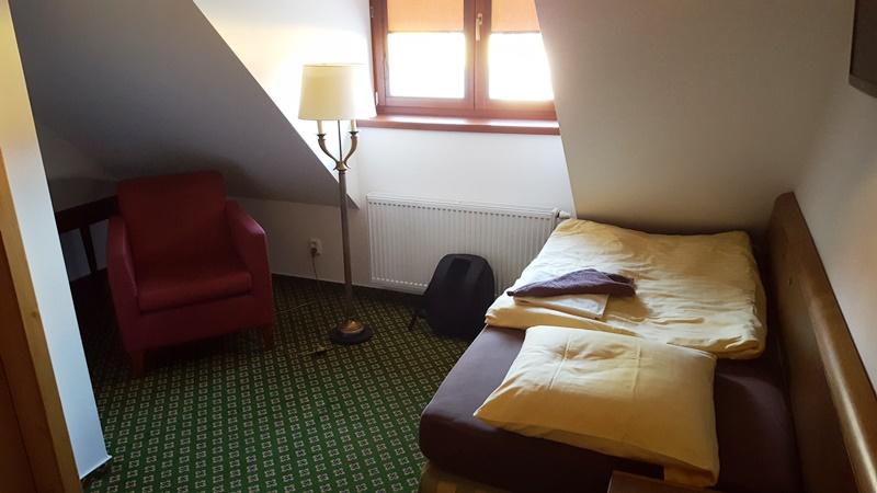Cea mai confortabila camera mica din lume. Si nou mobilata.