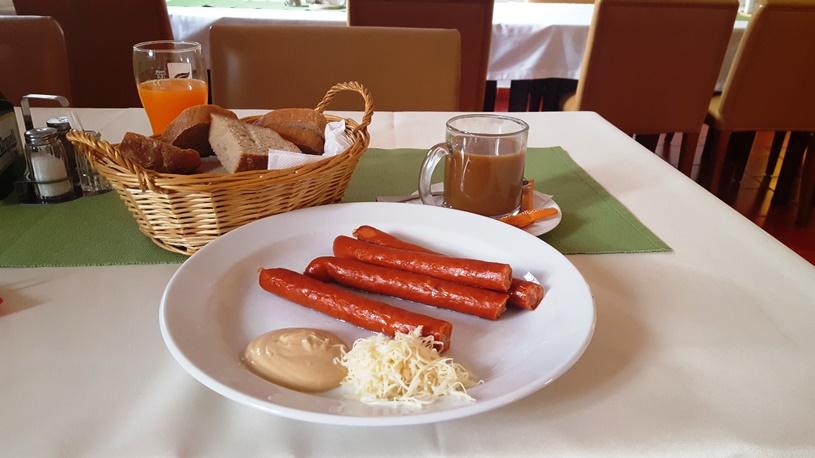 Micul dejun ciudat de la pensiune