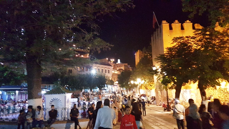 Chefchaouen, aglomerație nocturnă