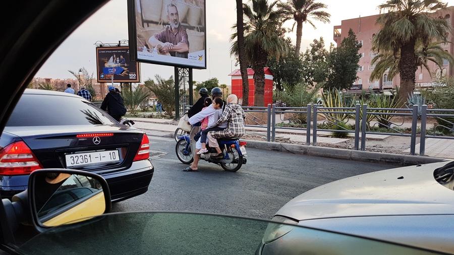 Toată familia pe scuter