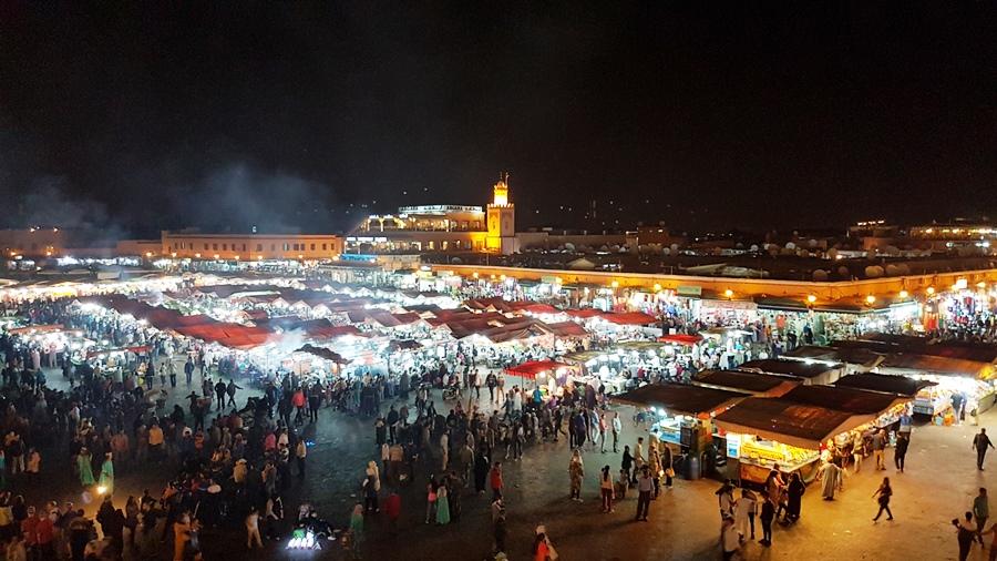 Piața, noaptea, de sus