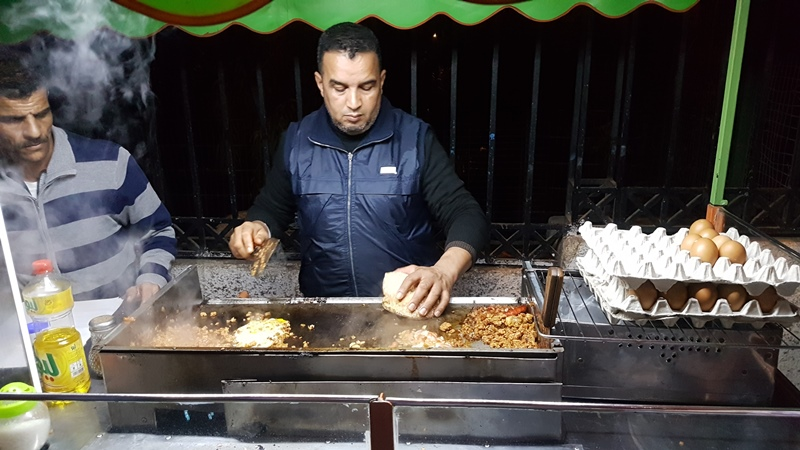 Mâncare pe stradă